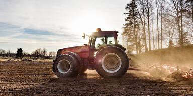 Bauer überrollt Lebensgefährtin mit Traktor - tot