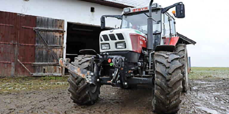 Bauer stürzt mit Traktor 45 Meter ab - tot