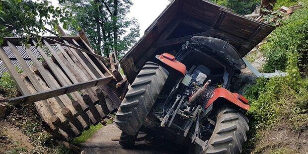 Historische Brücke crasht auf Traktor-Lenker