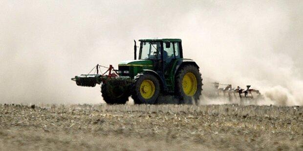 Altbauer stürzte mit Traktor über Böschung: tot