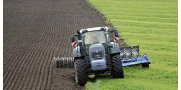 Kärntner geriet unter Traktor-Anhänger