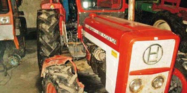 Steirer stürzt mit Traktor über Böschung