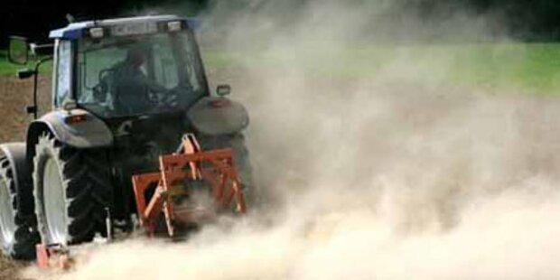 Bauer in NÖ vom eigenen Traktor überrollt