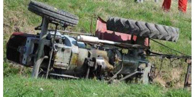 Steirer stürzt von Traktor - Genickbruch