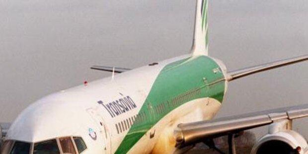 Flugzeug wegen Rauch und Flammen evakuiert
