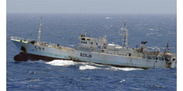 Trawler vor Antarktis in Brand