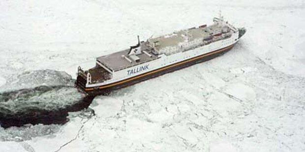 Rund 50 Schiffe im Treibeis gefangen