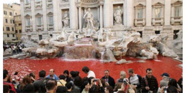 Rotes Wasser im Trevi-Brunnen  - Täter gefasst