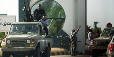 Schwere Kämpfe um Flughafen Tripolis