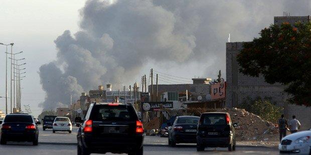 Mehrere Raketen in Tripolis eingeschlagen