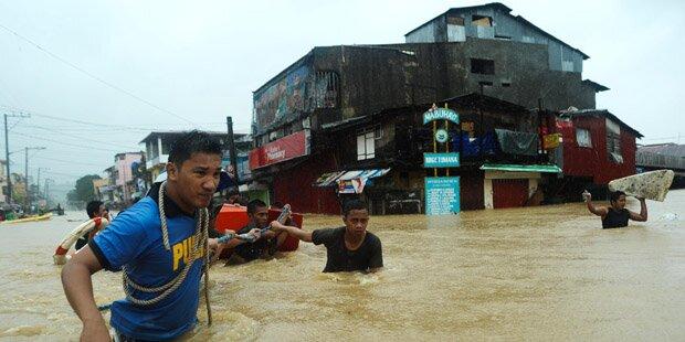 Zehntausende flüchten nach Tropensturm