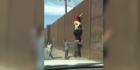 So leicht kommt man über Trumps Mauer