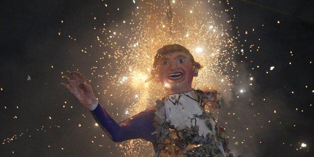 Mexikaner verbrennen Trump-Figur