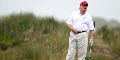 Donald Trump betrügt beim Golf