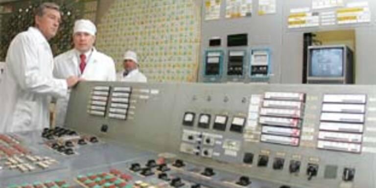 Präsident Viktor Juschtschenko in der Zentrale des Kraftwerkes Tschernobyl