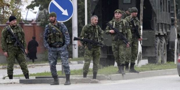 Terroristen stürmen Parlament