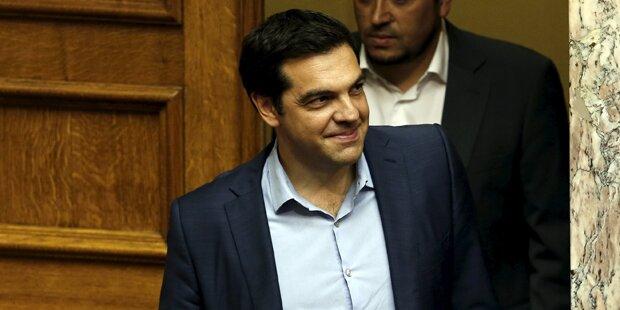 Tsipras setzt weiteres Sparpaket durch