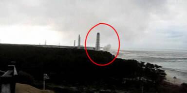 Tsunami-Welle trifft Fukushima