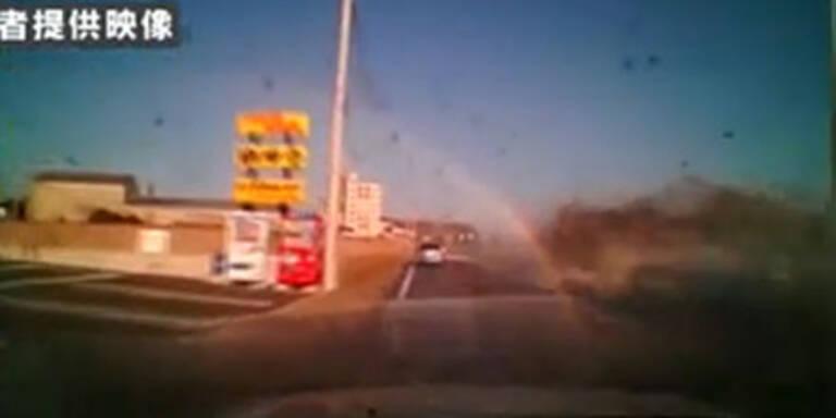 Amateur-Filmer fuhr mit Auto durch Tsunami