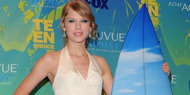 Taylor Swift räumt bei Teen Choice Awards ab