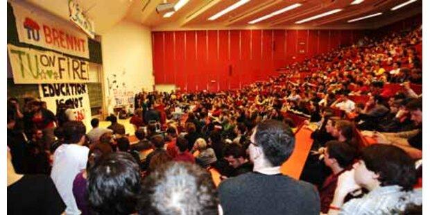 Studenten halten nun TU Wien besetzt