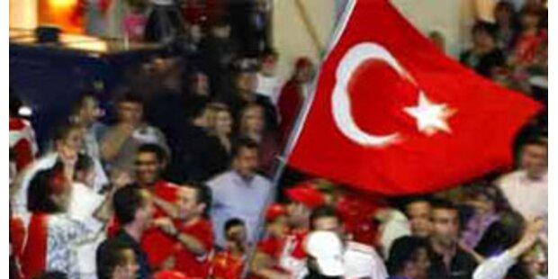 Türke darf nach Heirat mit Österreicherin bleiben