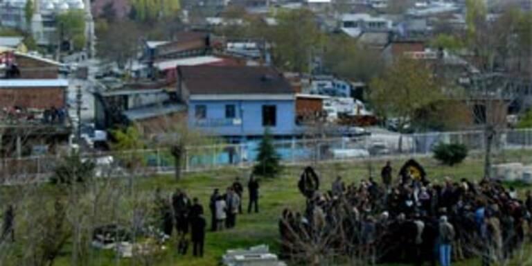 Begräbnis eines der Opfer im April