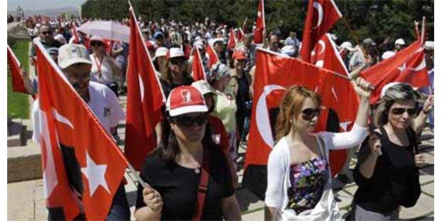Türken wollen Staat und Religion trennen