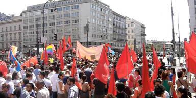 Anti-Erdogan-Demo zieht über Ring