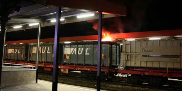 Waggon geht in Flammen auf
