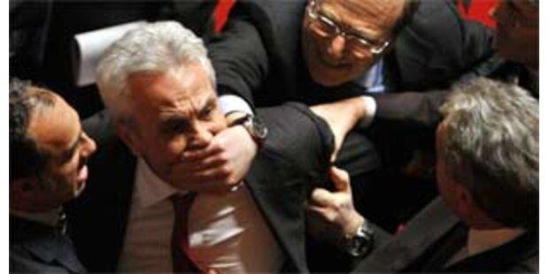 Prodi reicht Rücktritt ein - Tumulte im Senat
