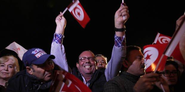 Essebsi-Lager verkündete Wahlsieg