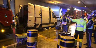 Auto-Crash in Tunnel vor Wien: Hunderte Liter Öl auf Fahrbahn