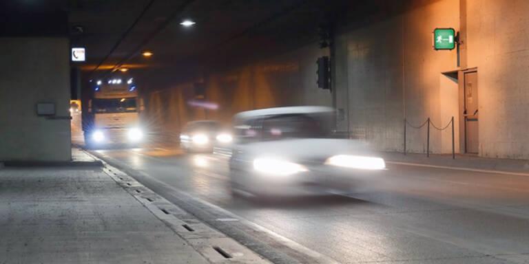 Brite rast mit 210 km/h durch Tunnel