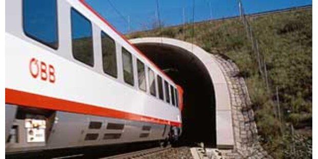 Durchstich beim längsten Bahntunnel Österreichs