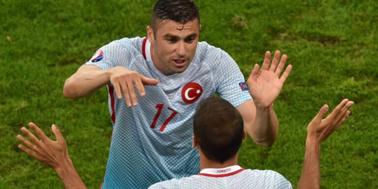 Türkei feiert 2:0-Sieg über Tschechien