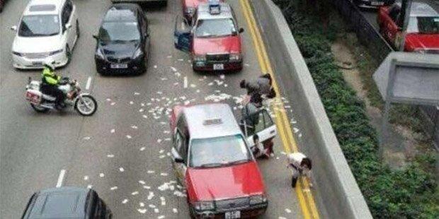Geldtransporter verliert Millionen auf der Straße