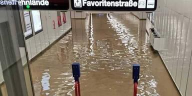Starkregen: Wiener U-Bahnstation überflutet