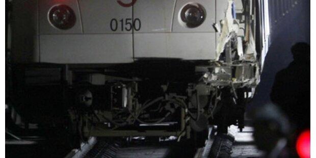 U-Bahn-Zug fängt Feuer - 5 Verletzte