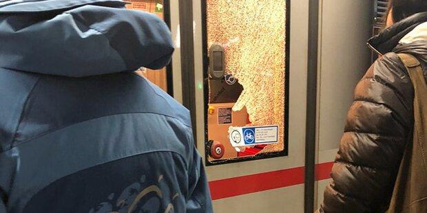 Frau schlug aus Wut U-Bahn-Tür ein