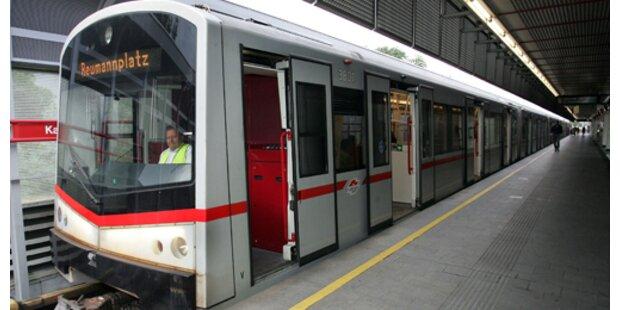 Bub fiel zwischen U-Bahn und Bahnsteig