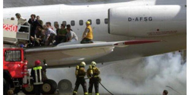 Flugzeug rutscht bis ans Ende der Landebahn
