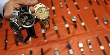 Die Hamburger Polizei präsentiert die Luxusuhren.