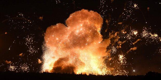 Hier explodiert ein ukrainisches Munitionsdepot