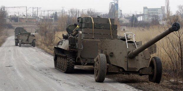 Ukraine: Armee zieht schwere Waffen ab