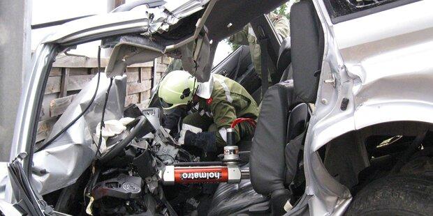 Auto krachte gegen Lärmschutzwand