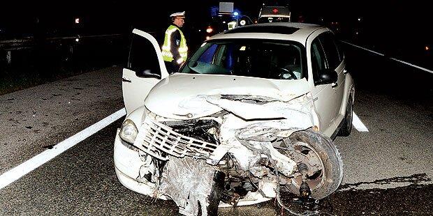 Auto weicht Fuchs aus: Drei Verletzte