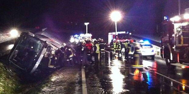 Bus-Drama im Schnee-Chaos: Tote, 25 Verletzte