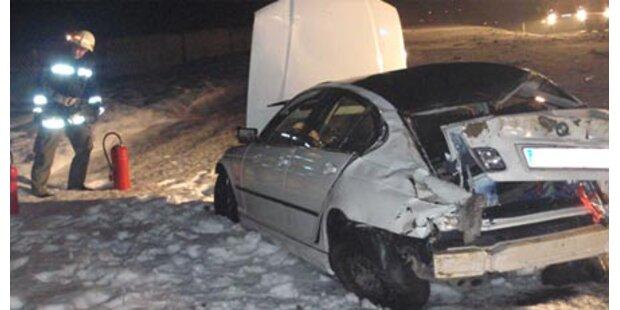 Auto überschlägt sich - Lenker tot
