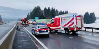 Glatteis sorgt für Massen-Crash